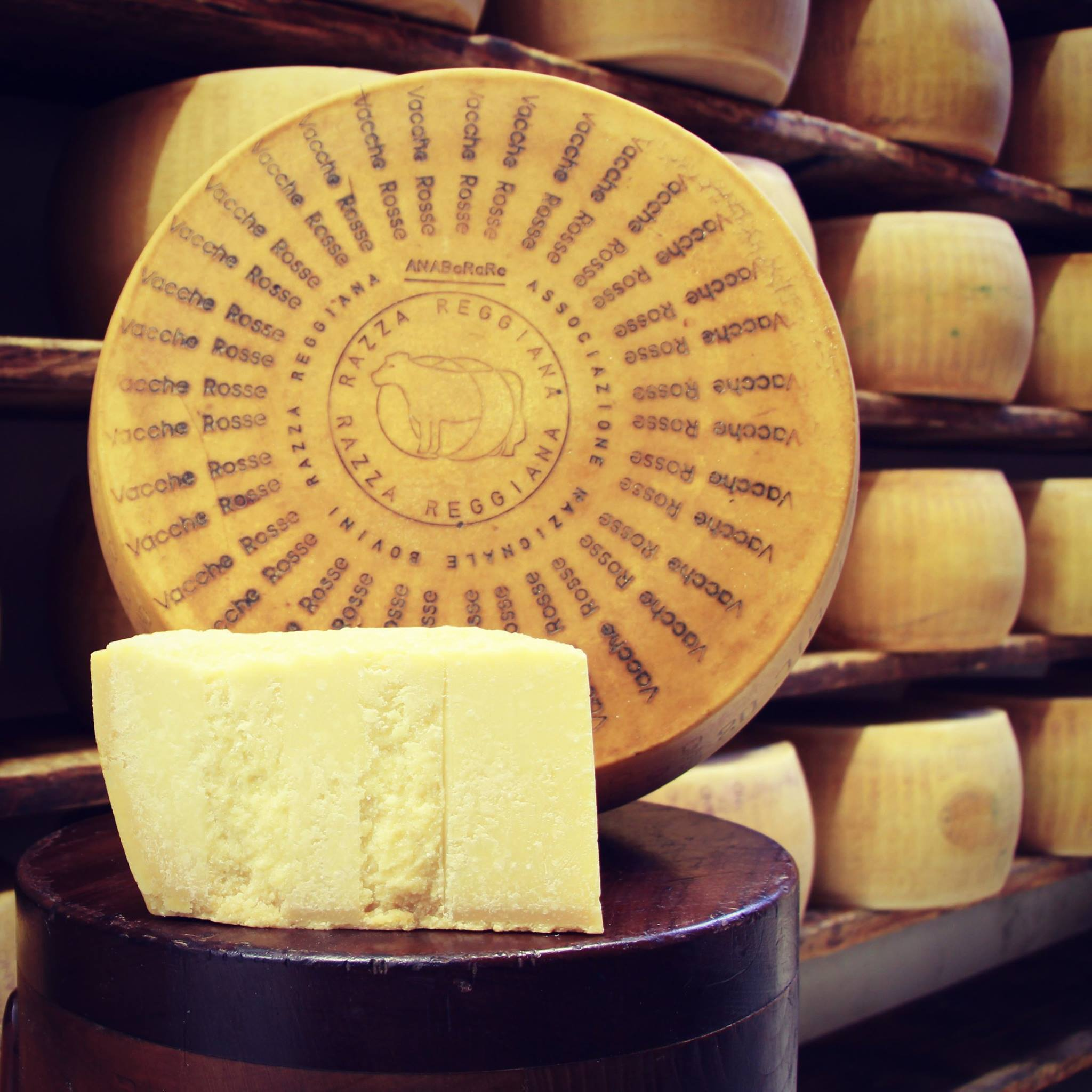 Parmigiano Reggiano Vacche Rosse(milk from the red cows) -  24/30 mesi - 1,00/1,05 Kg.